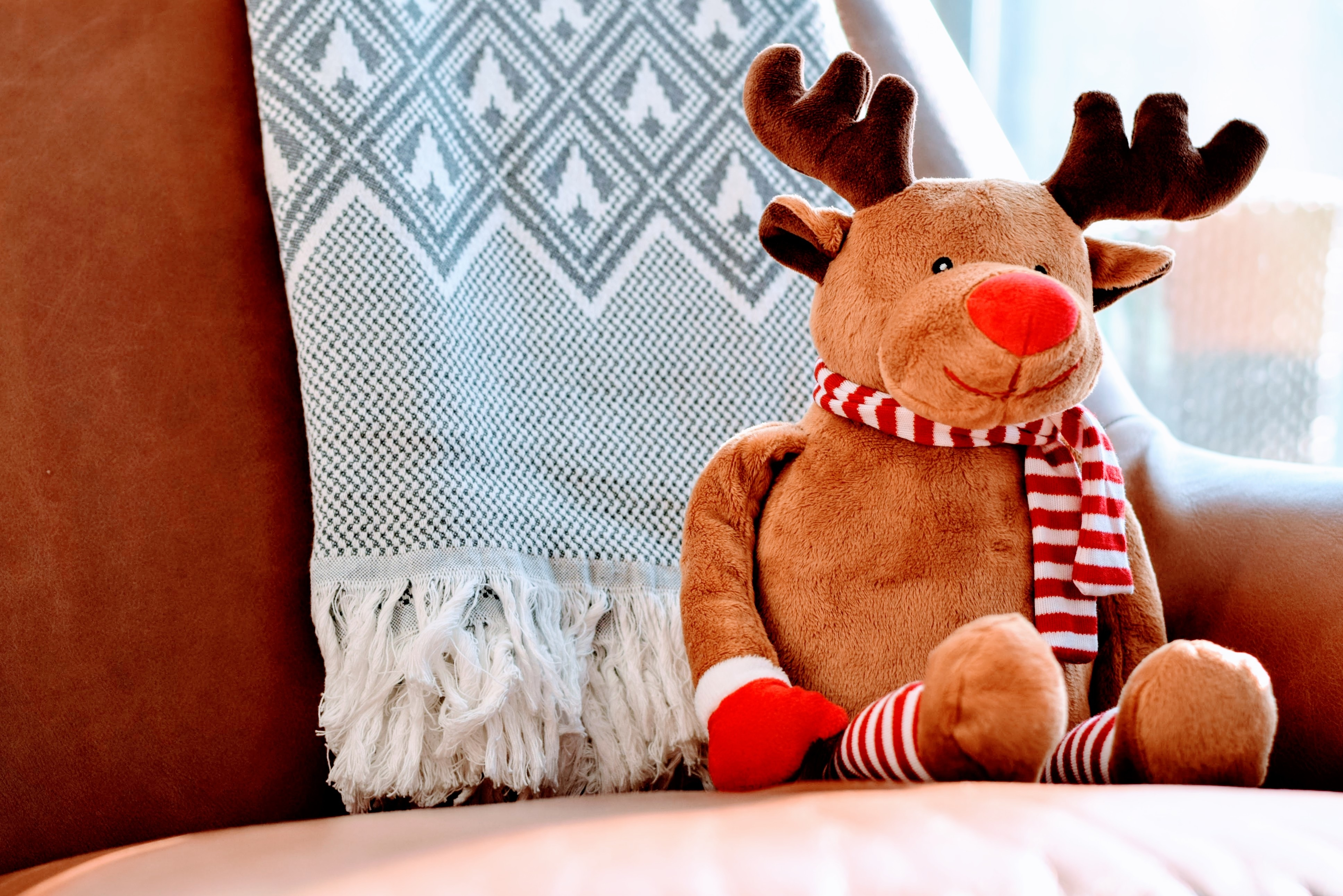6 Retail Brands That Nail Social Media Marketing Ideas for Christmas Holidays